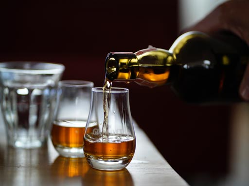 Is whisky new to you? Here is your starting point in 6 simple steps.